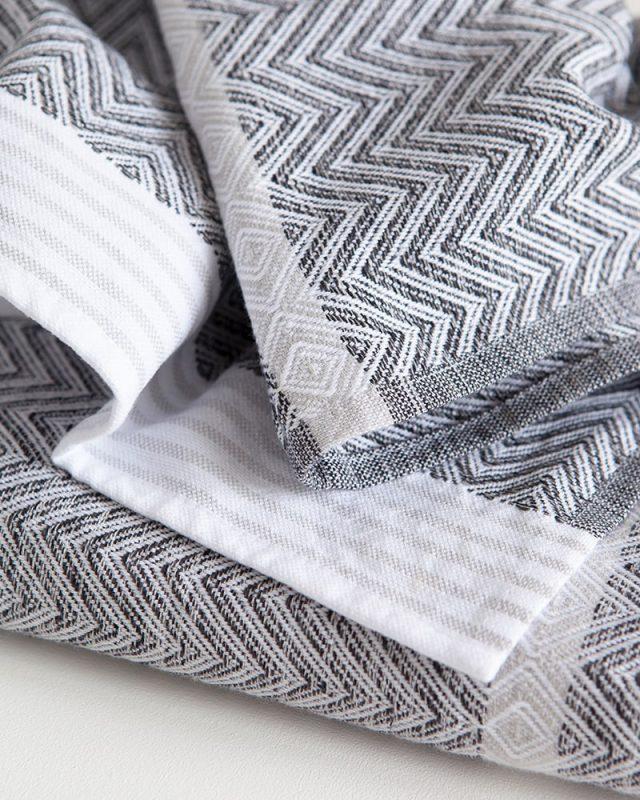 Mungo Tawulo in Thunder Grey colourway. Quality flatweave towel