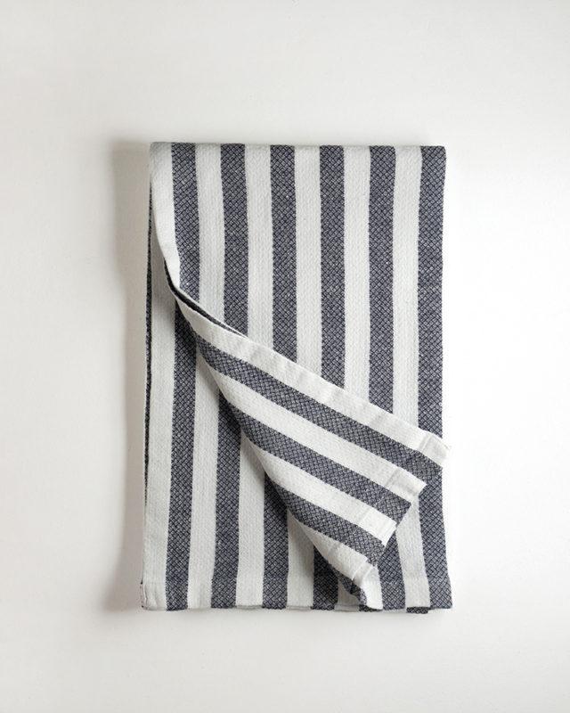 Mungo_Dhow_towel_deepsea_stripe_DSC06315